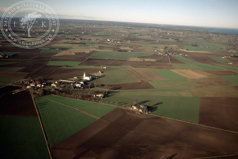 Vallby vlllage and church. Farmland meets forest landscapes to the north and coastal landscapes to the east (20 November, 1988). | LH.0307