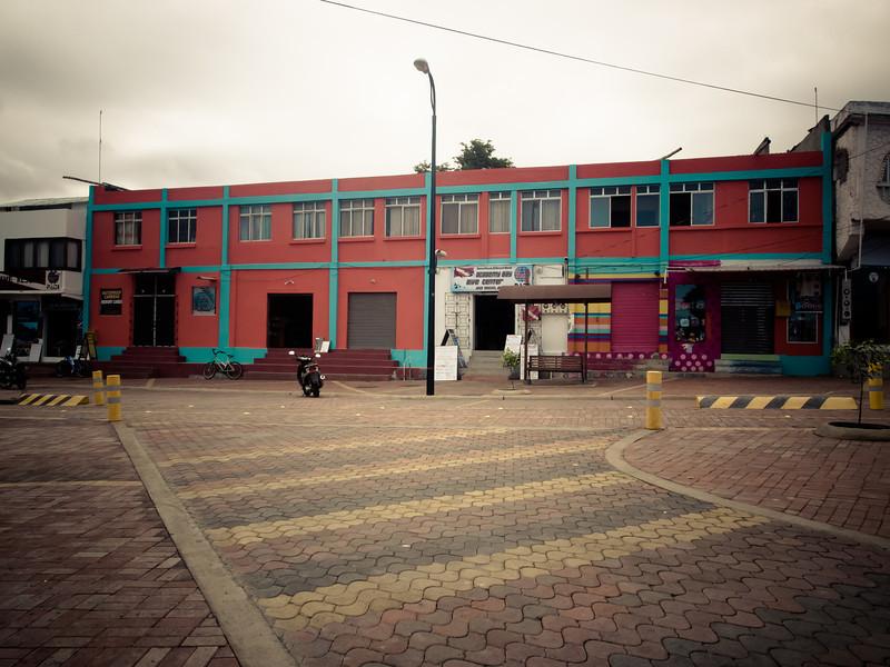 puerto ayora pink building.jpg
