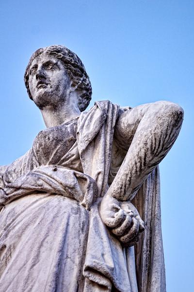 Paris Hands statue 01279.jpg