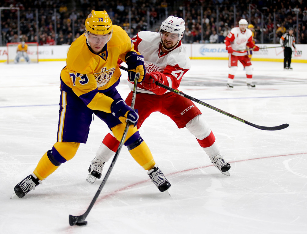 . Los Angeles Kings center Tyler Toffoli, left, shoots past Detroit Red Wings left wing Tomas Tatar during the second period of an NHL hockey game in Los Angeles, Tuesday, Feb. 24, 2015. (AP Photo/Chris Carlson)