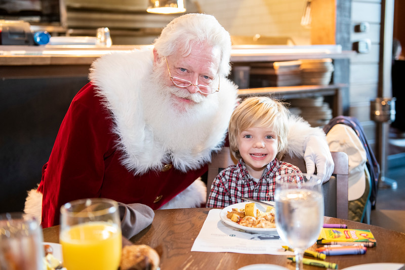 Avalon_BreakfastWithSanta_2019_9604.jpg