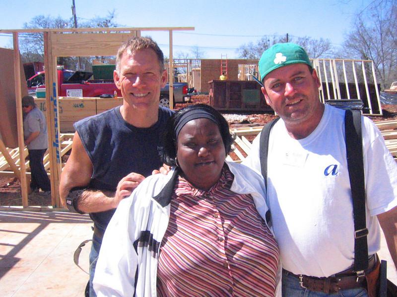 08 03-10 Lanett, AL - Volunteers with their homeowner. lcf