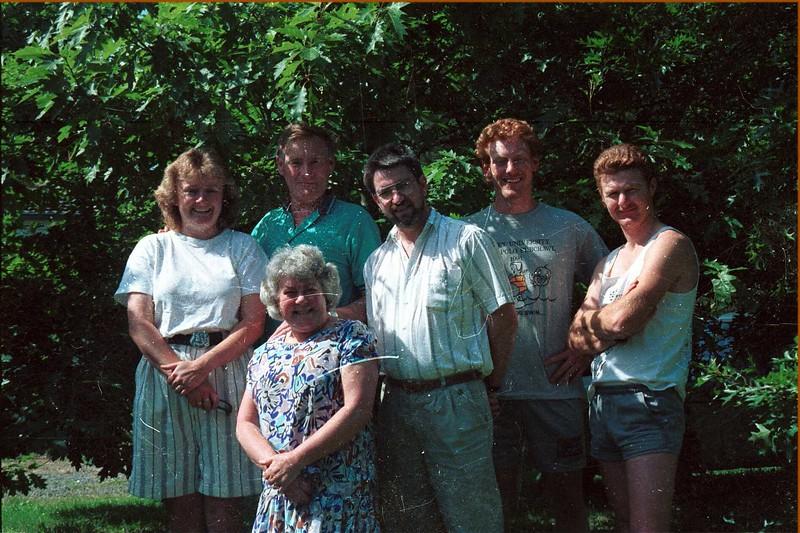 1992 Christmas, Susan, Dad, Mum, Ewan, Allen David..jpg