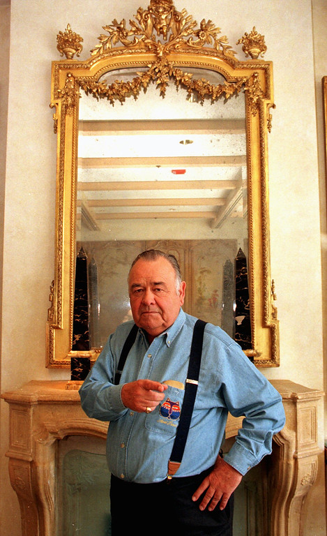 . Comedian Jonathan Winters reacts as he poses for a photograph at a Beverly Hills hotel Monday, May 6, 1997 in Los Angeles. At 71 he can be considered the grand master of standup comedians.  (AP Photo/Damian Dovarganes)