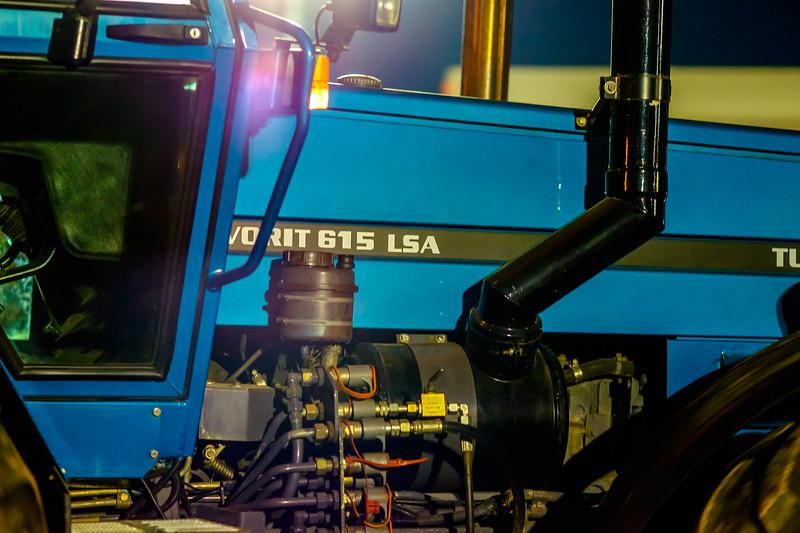 Tractor Pulling 2015-2227.jpg