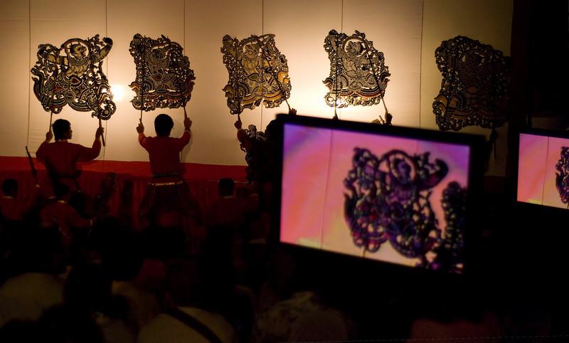 Shadow puppets, Loi Kathrong