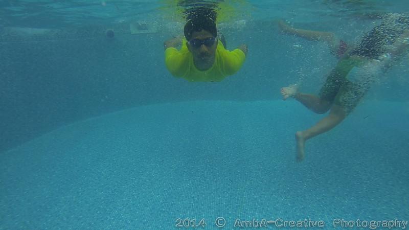 2014-08-23_Underwater@MunnyKakHomeWantaghNY_04.jpg