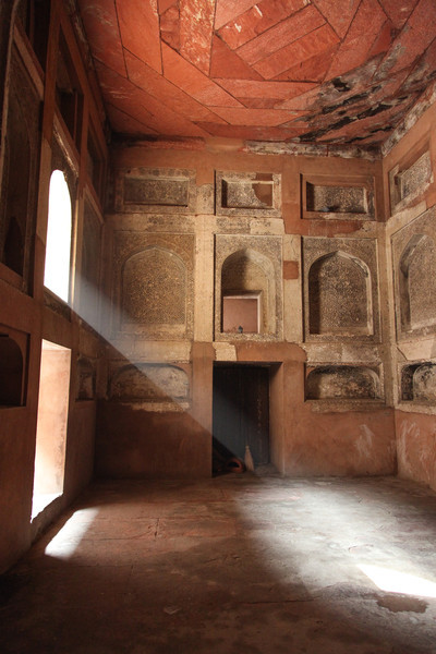 Light streaming in a window at Agra Fort.