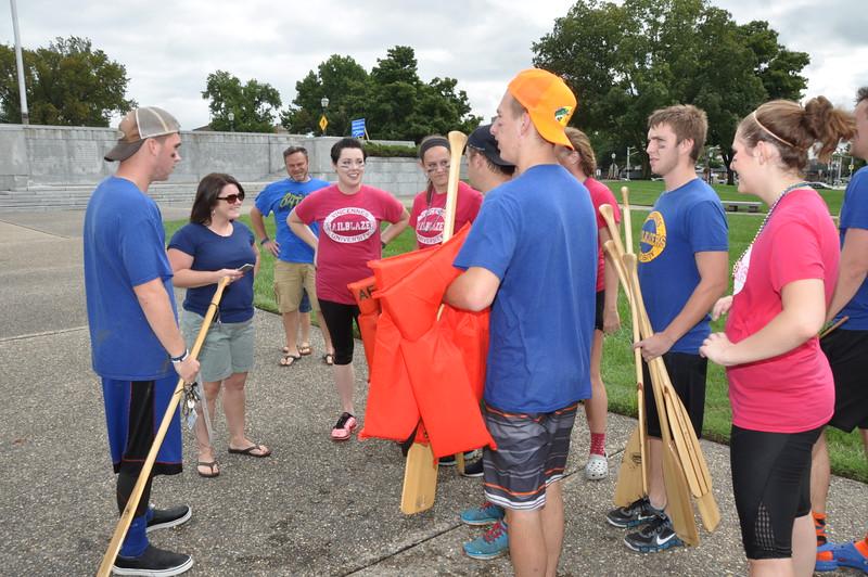160917 Family Weekend Tube Race teams in front of Clark Memorial (8).JPG