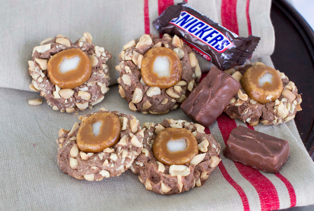 ". When it comes to holiday cookies, everything depends on the recipe and a few simple techniques. <a href=""http://www.morningjournal.com/lifestyle/20141128/recipe-a-holiday-cookie-inspired-by-snickers-candy-bars\"">Get the recipe for caramel peanut thumbprints, inspired by Snickers candy bar</a>. (AP Photo/Matthew Mead)"
