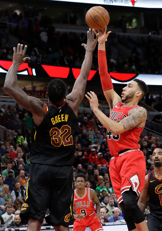 . Chicago Bulls guard Denzel Valentine, right, shoots over Cleveland Cavaliers forward Jeff Green during the second half of an NBA basketball game Saturday, March 17, 2018, in Chicago. The Cavaliers won114-109. (AP Photo/Nam Y. Huh)