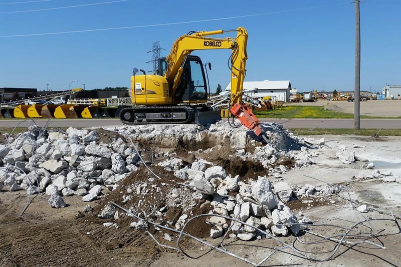 NPK PH4 hydraulic hammer on Kobleco excavator breaking rock.jpg