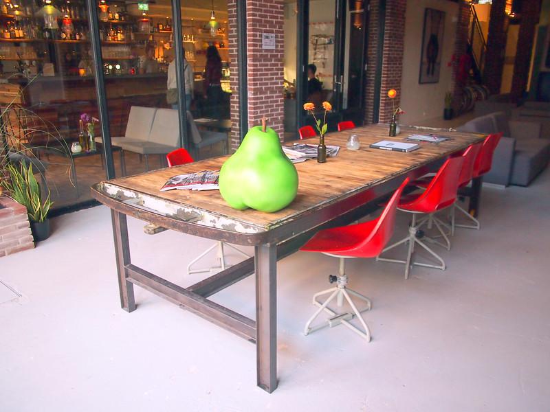 PA103724-common-table-and-bar.JPG