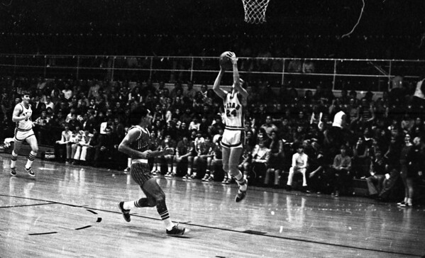 THS Basketball.75-3