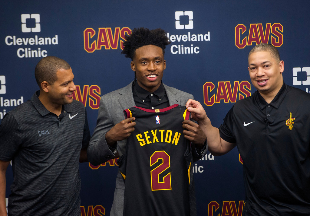 . Cleveland Cavaliers first round draft selection, Collin Sexton, center, displays his jersey with Cavaliers general manager Koby Altman, left and Cavaliers head coach Tyronn Lue during a news conference at the Cavaliers training facility in Independence, Ohio, Friday, June 22, 2018.  (AP Photo/Phil Long)