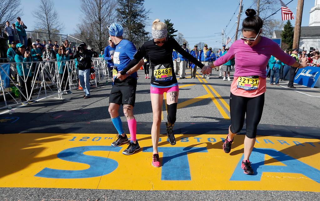 . Boston Marathon bombing survivor Adrianne Haslet, center, starts the 120th Boston Marathon on Monday, April 18, 2016, in Hopkinton, Mass. (AP Photo/Michael Dwyer)