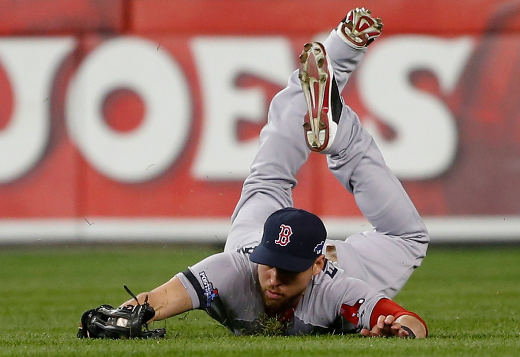 . Boston Red Sox\'s Jacoby Ellsbury makes a catch on a ball hit by Detroit Tigers\' Omar Infante in the second inning during Game 4 of the American League baseball championship series Wednesday, Oct. 16, 2013, in Detroit. (AP Photo/Paul Sancya)