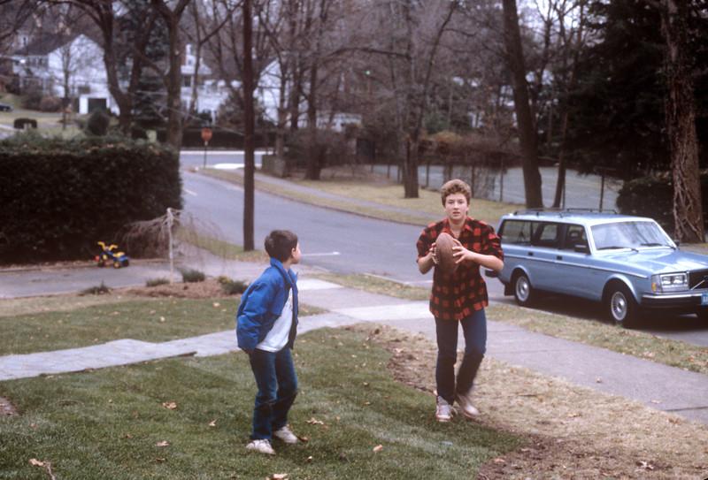 1986-12 Christmas in NJ Jon & Bonnie.jpg