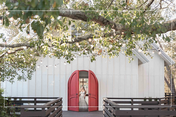 Wonderful winter bridals at The Carriage House in Conroe Texas