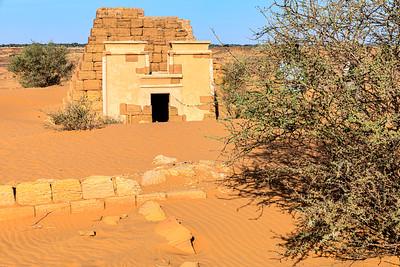 Teilrekonstruierte Pyramide, Westliches Pyramidenfeld von Meroe