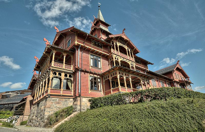 Old  Norwegian  Hotel