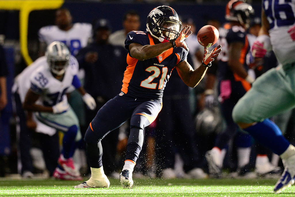 . ARLINGTON, TX - OCTOBER 6: Ronnie Hillman (21) of the Denver Broncos makes a catch against the Dallas Cowboys during the second half of the Broncos\' 51-48 win at AT&T Stadium. The Denver Broncos visit the Dallas Cowboys. (Photo by AAron Ontiveroz/The Denver Post)