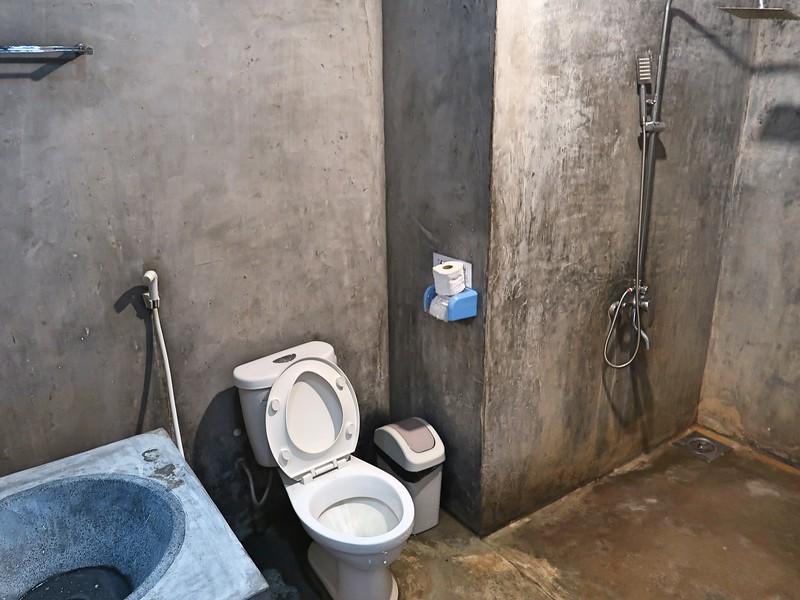 IMG_1286-lifes-a-beach-bathroom.jpg