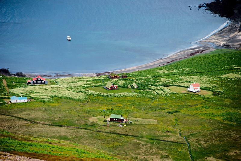 Sæból í Aðalvík. Móhúsið, Bólið, Ellubær, Jónshús, Fjósatunga og Steinhúsið.