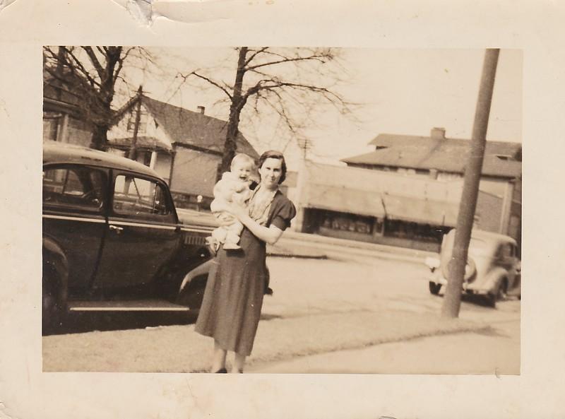 SCN_0169 John Edward Grinstead and Mother Mary Beck Grinstead 1938 Detroit.jpg