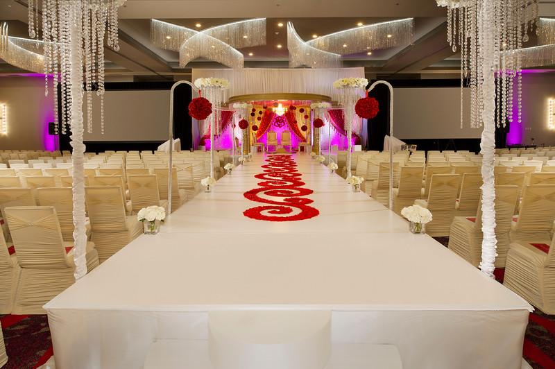 4-Walkway Wedding-CY Grapevine.jpg