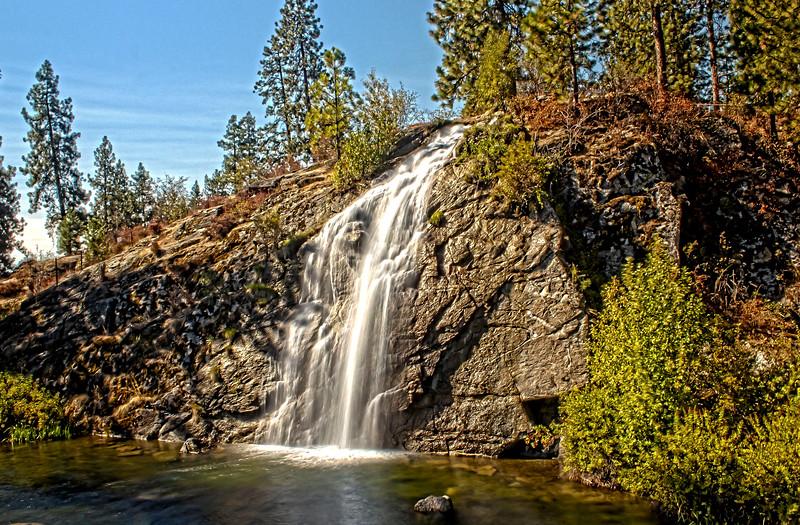 Mirabeau_Waterfall_HDR2.jpg