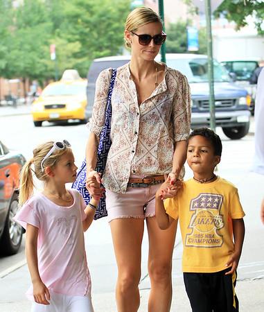 2011-06-25 - Heidi Klum and Kids