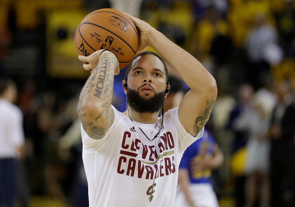 . Cleveland Cavaliers guard Deron Williams warms up before Game 2 of basketball\'s NBA Finals against the Golden State Warriors in Oakland, Calif., Sunday, June 4, 2017. (AP Photo/Marcio Jose Sanchez)