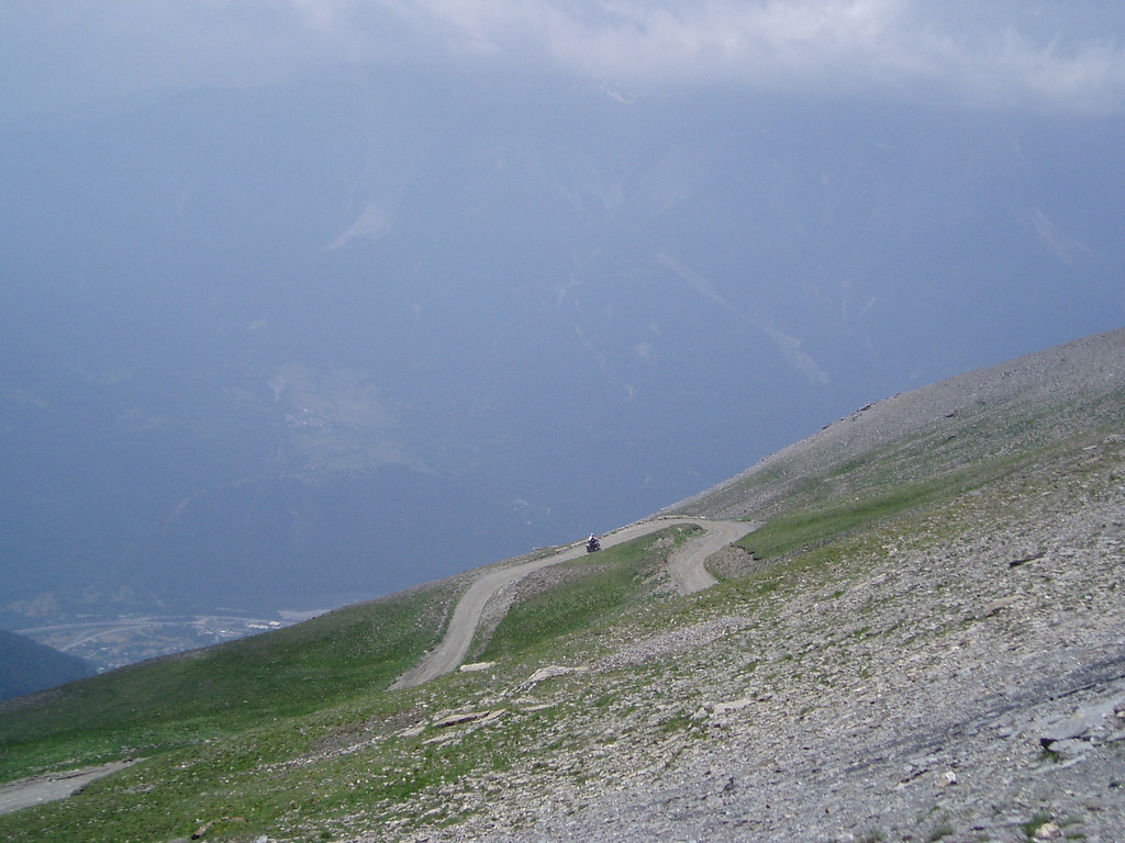 Monte Jafferau, richting Colle Basset. Susavallei en Bardonecchia in de diepte