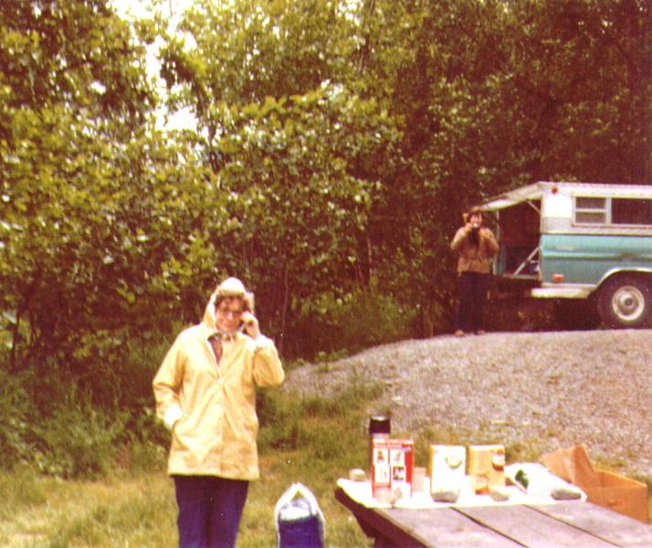 Bonnie, Connie, Lunch Time nr. Hope, AK, July1980.jpg