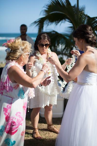 gillin beach kauai wedding-53.jpg