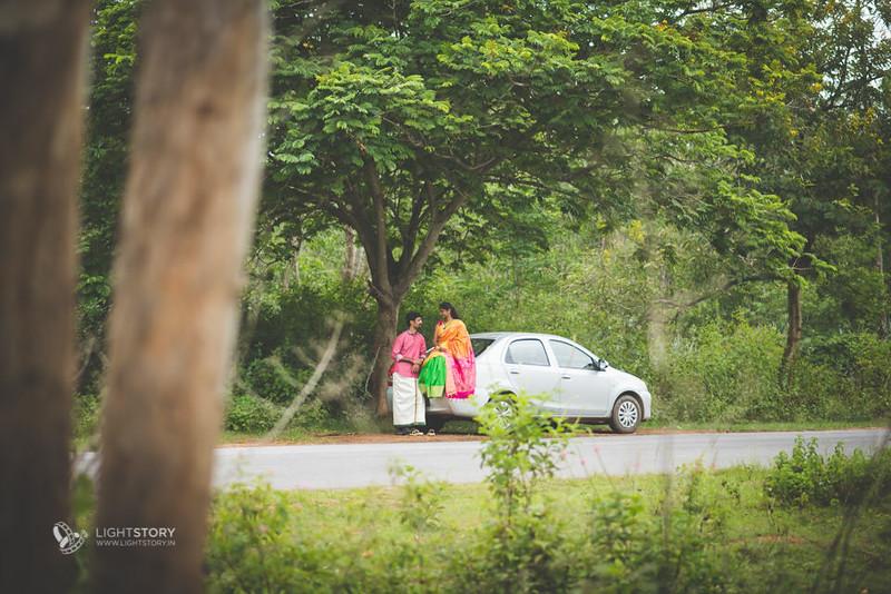 LightStory-CoupleShoot-Hassan-Bangalore-Hoysaleswara-Halebidu-Sunflowers-003.jpg