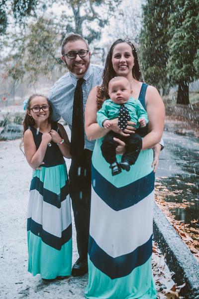 11-27-16 Becky & Douge Family Photo Session Oak Glen in the Snow-8962.jpg