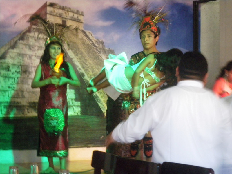 Chichen Itza - 15 Mayan girl sacrificed