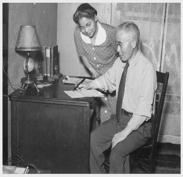 HikotaroToda&Wife-afterReturning-1945-05-22.jpg