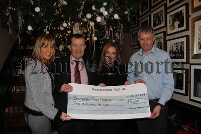 Desy and Sharon Goss present Cheque to Hospice