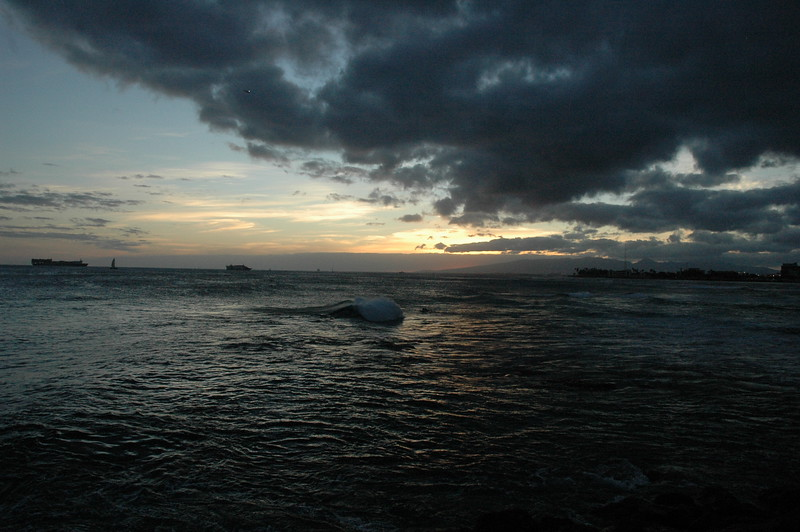 Hawaii - Ala Moana Beach Sunset-90.JPG