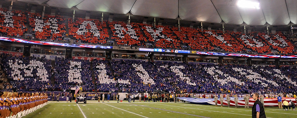 ". Fans spell out ""Thank You Military\"" in the stands during the national anthem. (Pioneer Press: John Autey)"