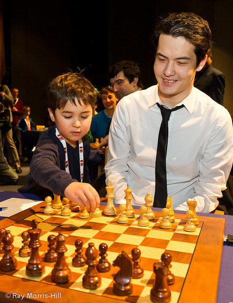 David Howell gets some help in his Round 8 game against Levon Aronian
