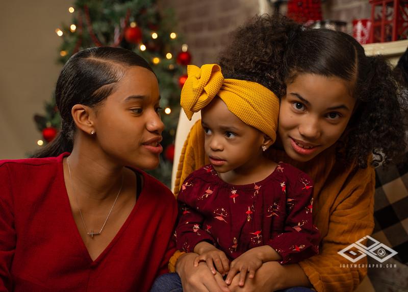 Toni and Family Christmas 2019-00872.jpg