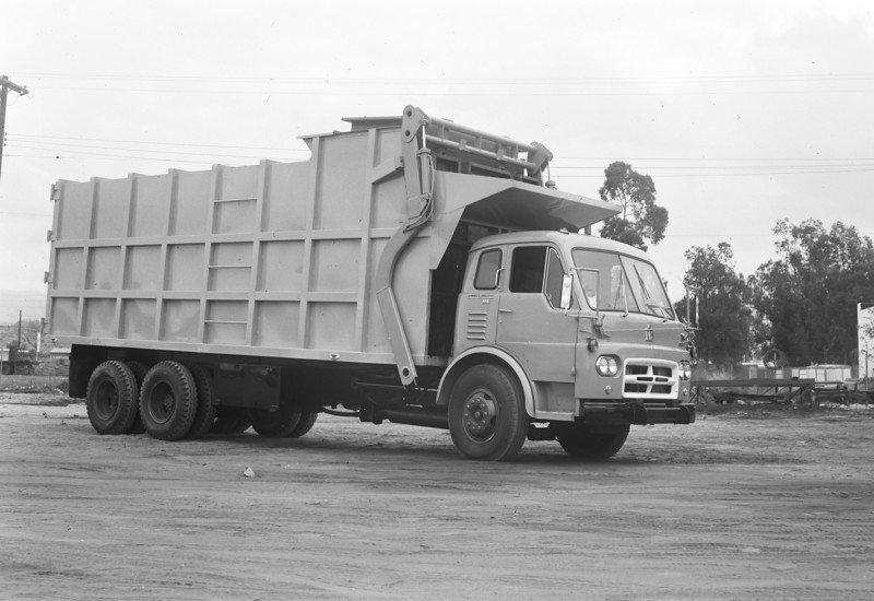 Community Disposal IH CO190 Bowles Full Pack Front Loader