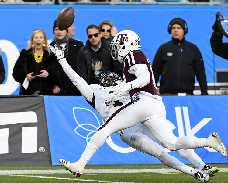 Tabari Hines almost a great catch.jpg