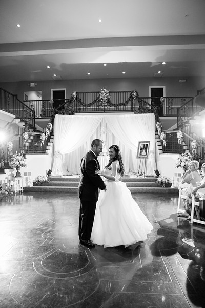 0871_Josh+Lindsey_WeddingBW.jpg