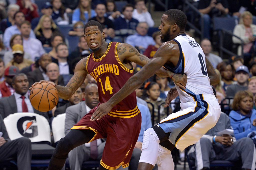 . Cleveland Cavaliers guard DeAndre Liggins (14) drives against Memphis Grizzlies forward JaMychal Green (0) in the first half of an NBA basketball game Wednesday, Dec. 14, 2016, in Memphis, Tenn. (AP Photo/Brandon Dill)