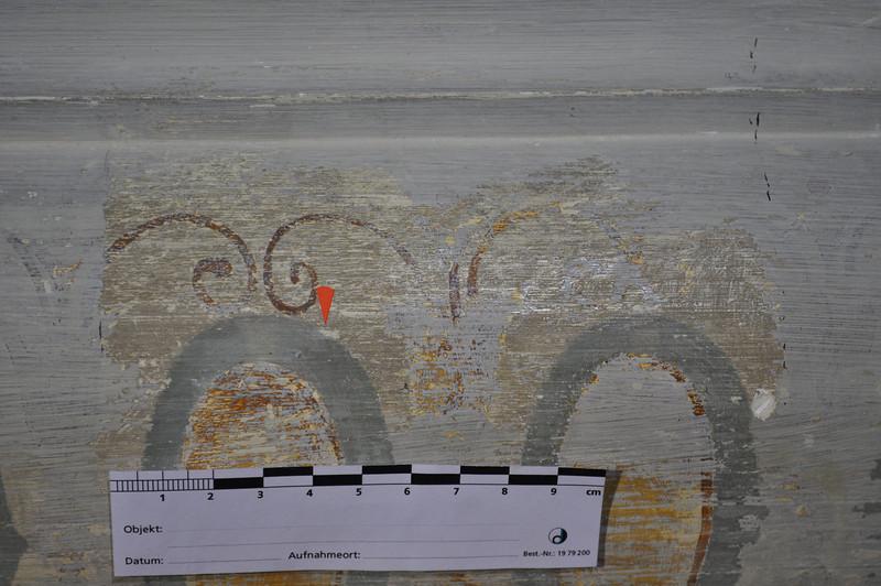 umbrafarbene Schmutzschicht auf Dekorationsmalerei, Detail aus Bild 0362 DSC_0363